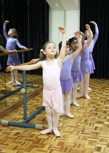 dancers_at_the_barre